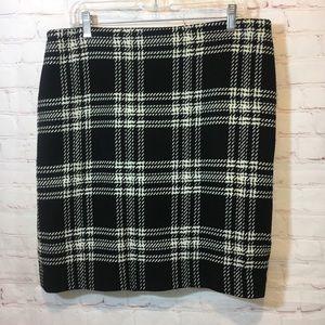 Talbots black creamy white bold plaid skirt 12